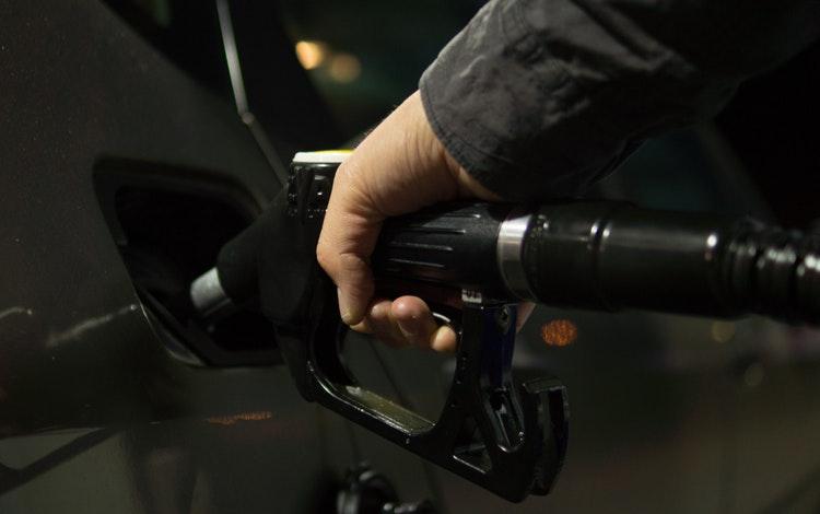 gas station hiring age