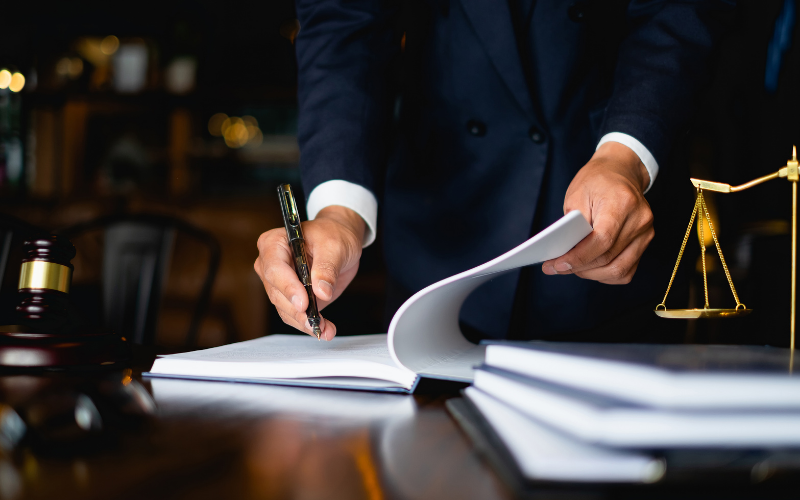 How a Paralegal's Job Differs From a Lawyer's